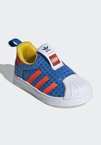 adidas Originals - ADIDAS ORIGINALS ADIDAS X LEGO - SUPERSTAR 360 - Baskets basses - blue/orange/yellow - 2