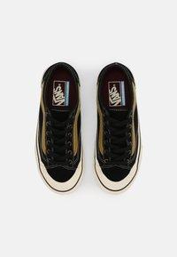 Vans - STYLE 36 DECON UNISEX - Skate shoes - black/antique white - 3