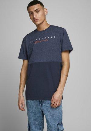 JORSTATION - Print T-shirt - navy blazer