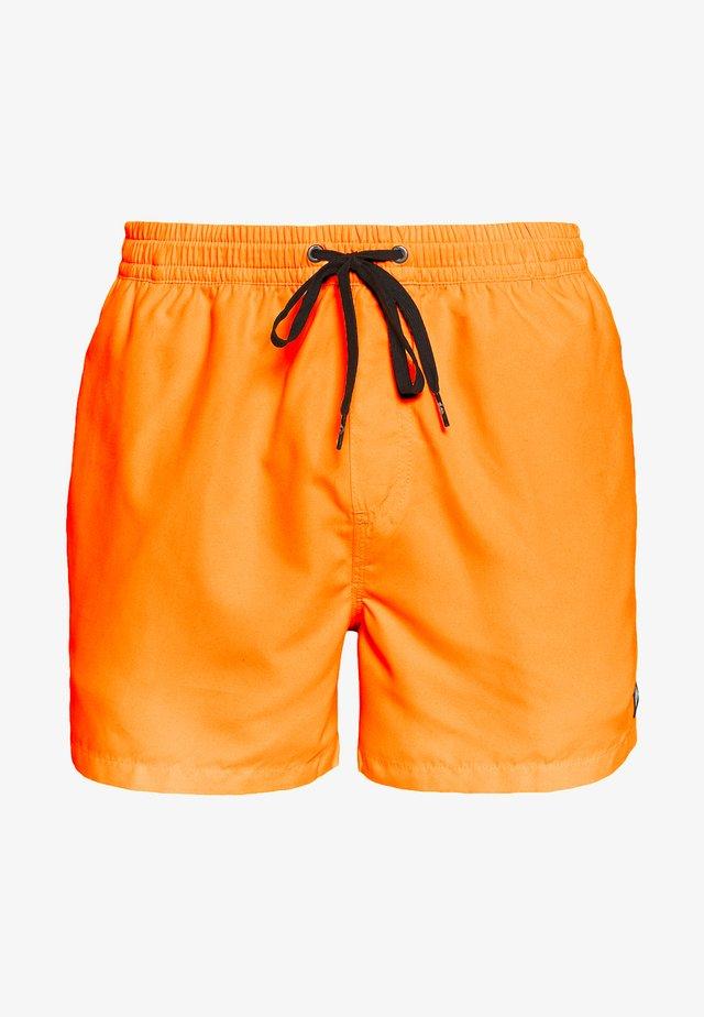 EVERYDAY VOLLEY - Szorty kąpielowe - orange pop