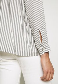 Carin Wester - BLOUSE BRIENNE - Button-down blouse - white - 4