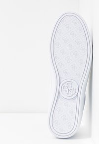 Guess - BANQ - Zapatillas - white - 6