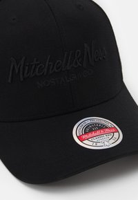 Mitchell & Ness - BRANDED PINSCRIPTREDLINE SNAPBACK - Lippalakki - black - 4
