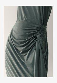 Massimo Dutti - MIT ZIERKNOTEN  - Maxi skirt - green - 5