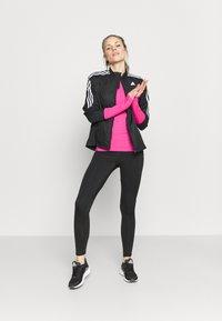 adidas Performance - ADI RUNNER - Funkční triko - scream pink - 1