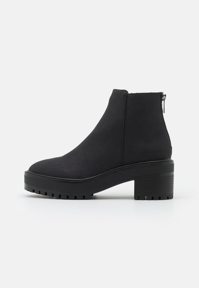 VMMELBA BOOT - Platform ankle boots - black/plain