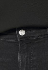 Tommy Jeans Plus - Slim fit jeans - black denim - 4