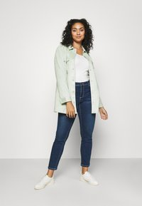 Vero Moda Curve - VMMANYA  - Jeans Skinny Fit - dark blue denim - 1