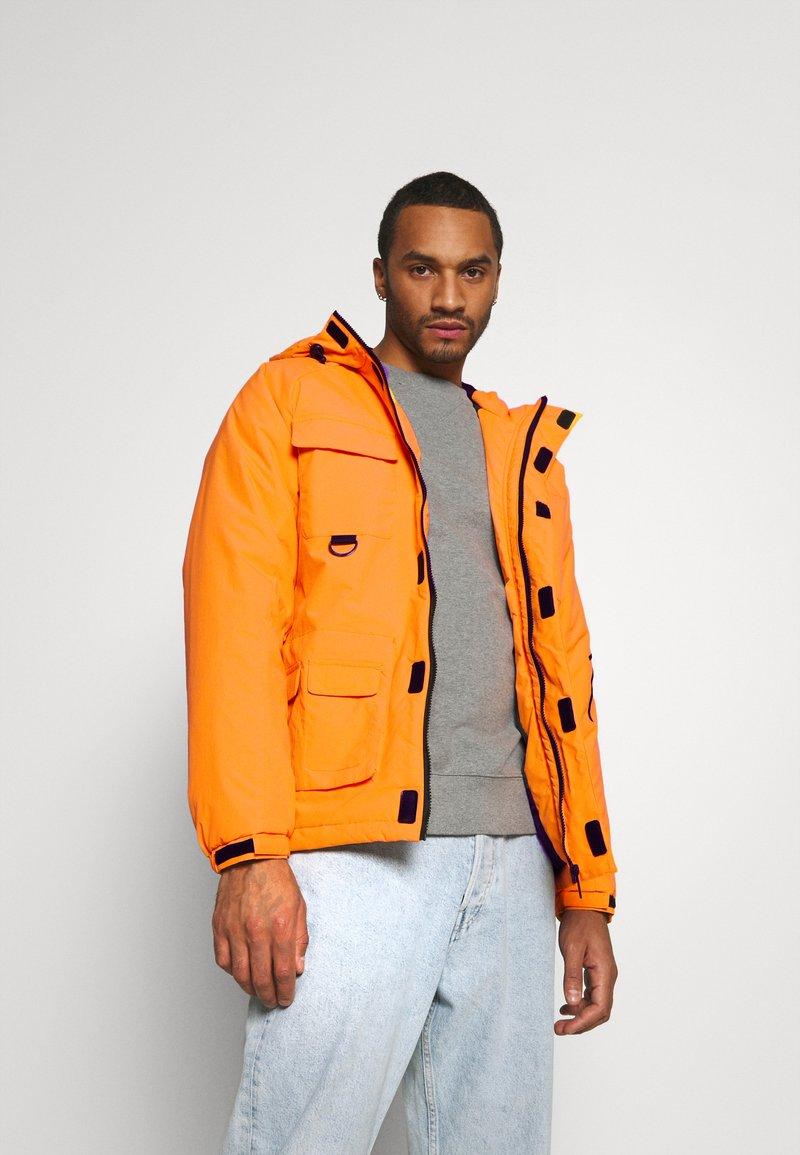Karl Kani - SIGNATURE PADDED UTILITY JACKET - Winter coat - orange
