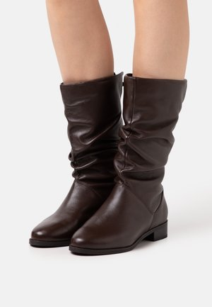 ROSALINDAS - Boots - brown