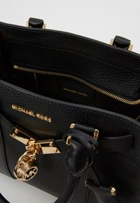 MICHAEL Michael Kors - NOUVEAU HAMILTON SATCHEL - Handbag - black - 4