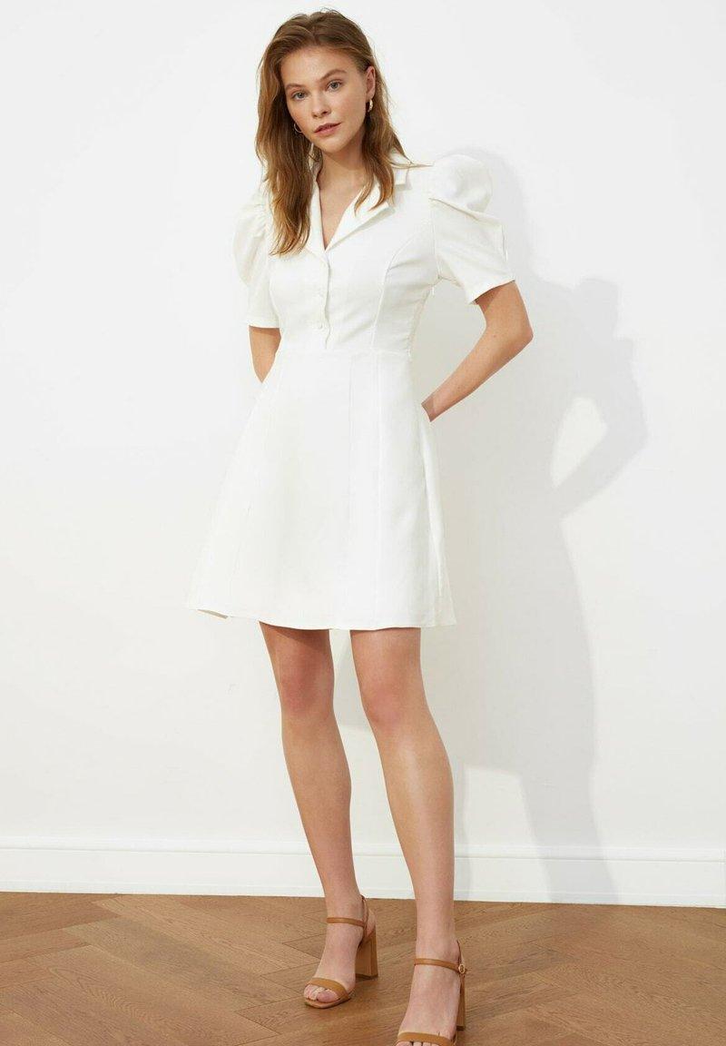 Trendyol - SIYAH - Shirt dress - cream