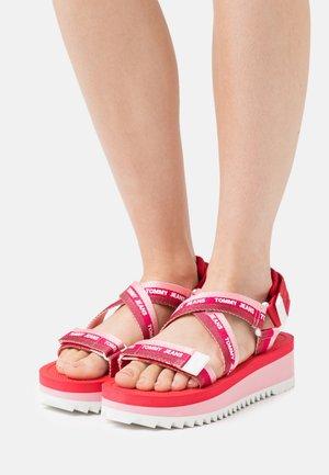 STRAPPY - Sandały na platformie - bubble pink
