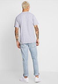 Vans - MN LEFT CHEST LOGO TEE - Basic T-shirt - athletic heather - 2