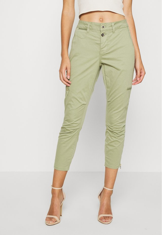 VALERINE KATY - Spodnie materiałowe - oil green