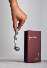 Swiss Clinic - SKIN ROLLER - Huidverzorgingstool - - - 3
