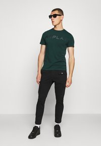 Replay - T-shirt con stampa - bottle green - 1