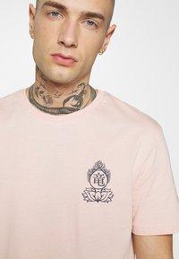 YOURTURN - UNISEX - T-shirt z nadrukiem - pink - 3
