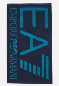 EA7 Emporio Armani - SEA WORLD VISIBILITY TOWEL - Telo da bagno - blu navy - 0