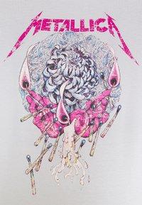 ONLY - ONLMETALLICA LIFE BOX - Print T-shirt - halogen blue/candle - 5