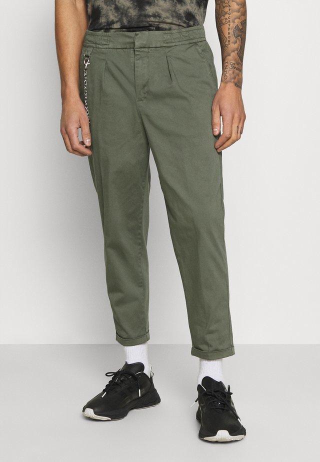 LEE CROPPED PANTS - Kalhoty - thyme