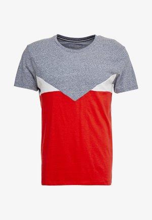 COLOURBLOCK - Print T-shirt - powerful red