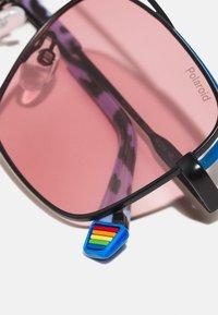 Polaroid - UNISEX - Sunglasses - black/pink - 4