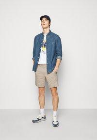 Polo Ralph Lauren - STRAIGHT FIT BEDFORD  - Shorts - khaki/tan - 1