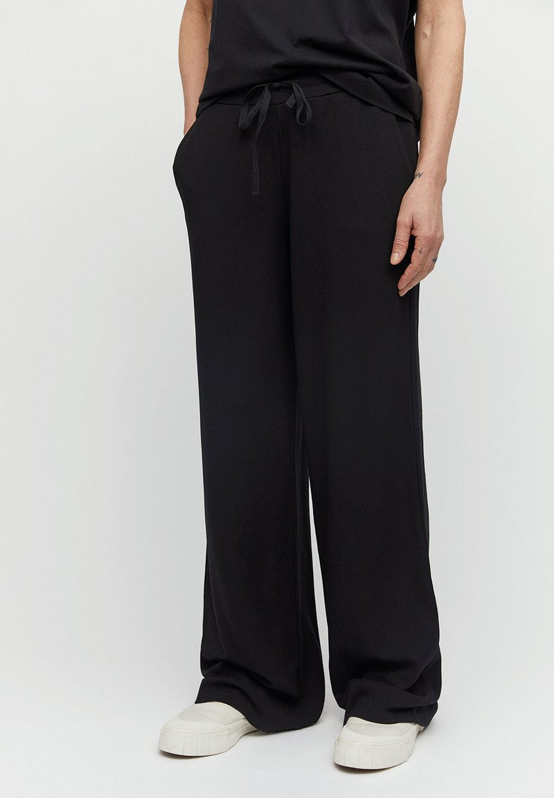 ARMEDANGELS - HANNAA - Trousers - black