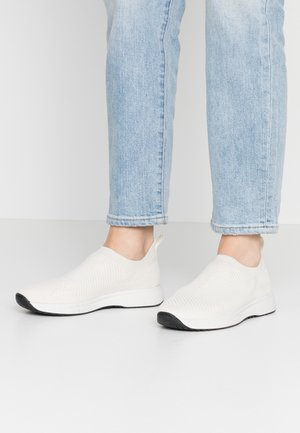 CINTIA - Slippers - white