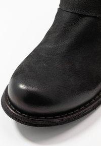 Felmini Wide Fit - GREDO - Cowboy/biker ankle boot - pacific black - 2