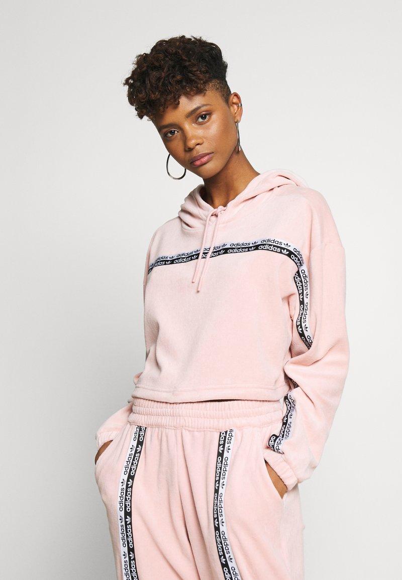 adidas Originals - CROPPED - Bluza z kapturem - pink spirit