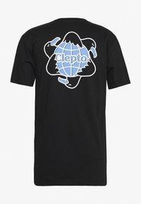 Cleptomanicx - REGULL CYCLE - T-shirt z nadrukiem - black - 1