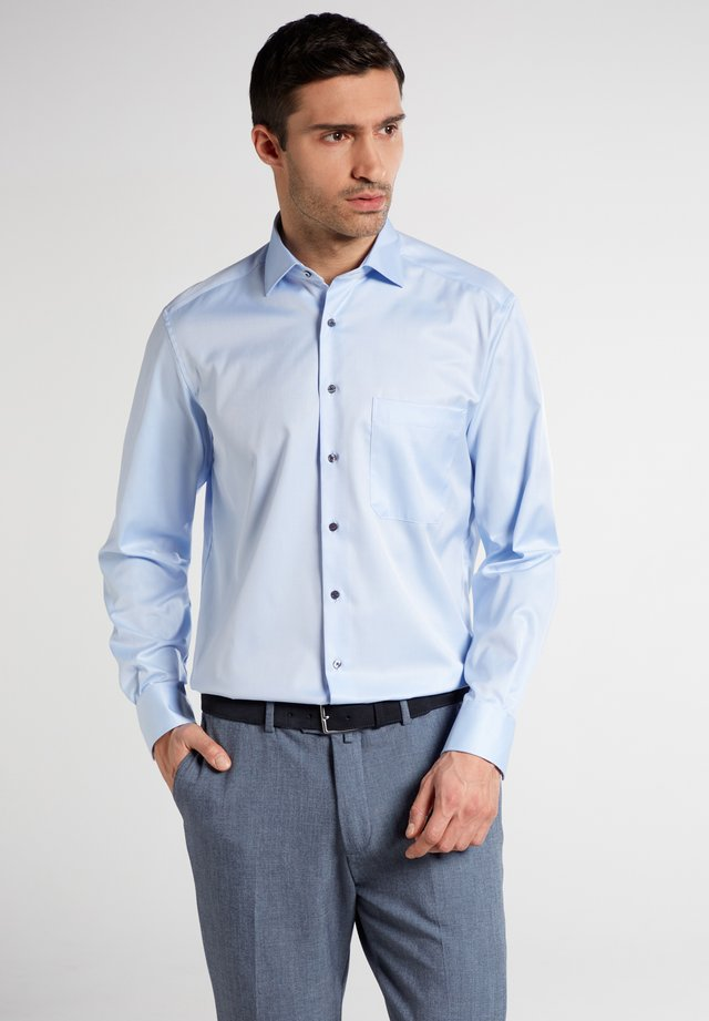 COMFORT FIT - Overhemd - light blue