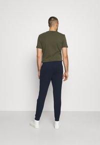 Hollister Co. - 2 PACK - Teplákové kalhoty - navy/black - 2