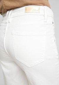 s.Oliver - Denim shorts - white - 5