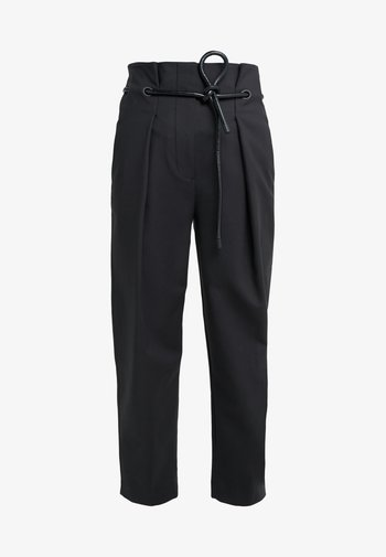 ORIGAMI PLEAT PANT WITH BELT