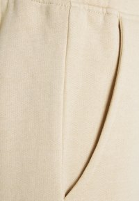 Mennace - MENNACE CLUB UNISEX - Shorts - beige - 2