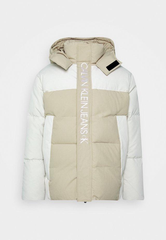 ECO FASHION PUFFER - Winter jacket - irish cream