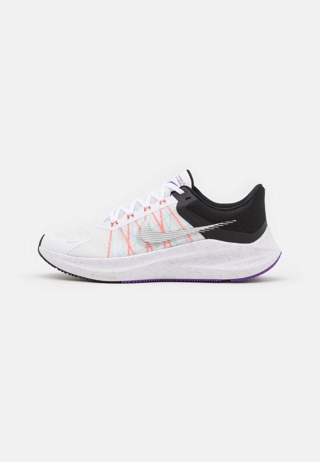 WINFLO 8 - Chaussures de running neutres - white/metallic silver/black/chlorine blue/flash crimson/wild berry