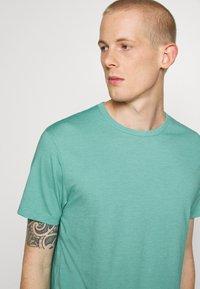 Burton Menswear London - 3 PACK - Basic T-shirt - frost/white/mint - 6