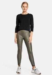 Gerry Weber - Pantalon en cuir - khaki - 1