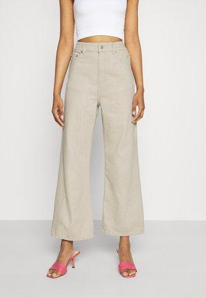 LINEAR  - Flared Jeans - beige