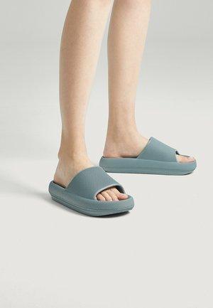 Pantofle - green