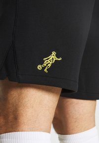 Nike Performance - SHORT  - Korte sportsbukser - black/saturn gold - 3