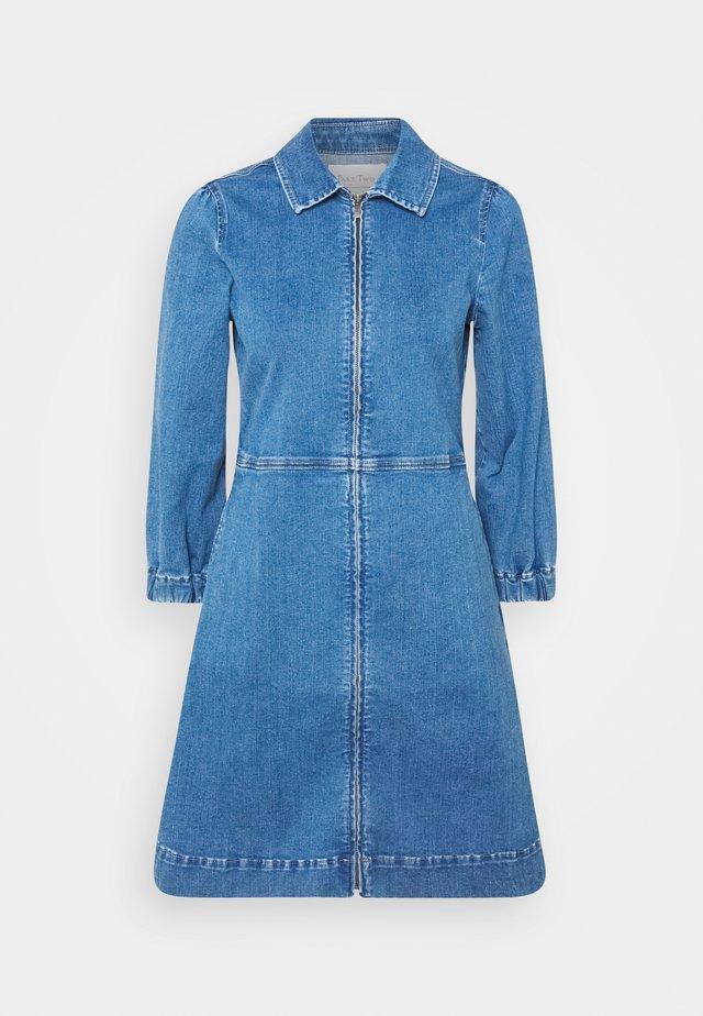 EYVORPW  - Denimové šaty - light blue denim