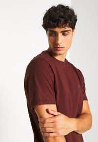 DOCKERS - PACIFIC CREW TEE - Basic T-shirt - chestnut red - 3
