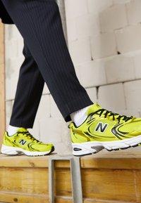 New Balance - MR530 - Matalavartiset tennarit - yellow - 7