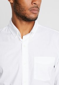 GAP - BASICS SLIM FIT - Hemd - optic white