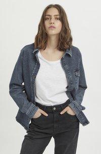 My Essential Wardrobe - Button-down blouse - medium blue retro wash - 0